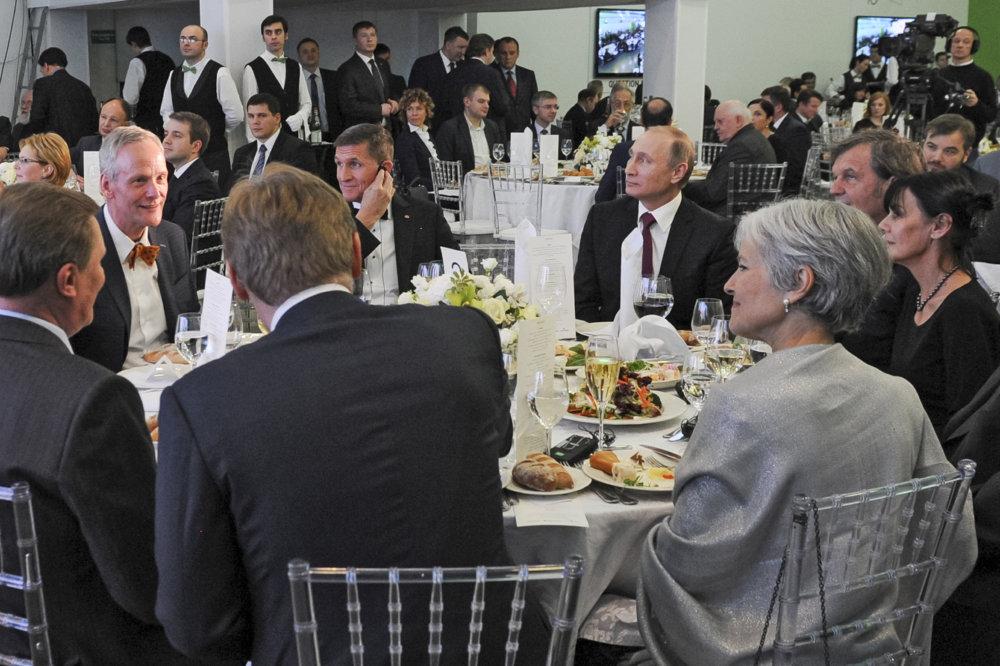 Za jedným stolom s Vladimirom Putinom na galavečeri v Moskve. Foto - tasr/ap