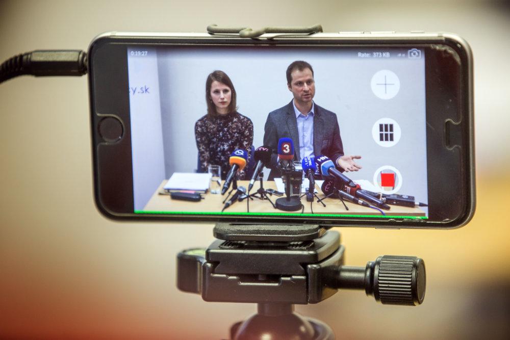Zuzana Hlávková a Gabriel Šípoš z Transparency International. Foto N – Tomáš Benedikovič