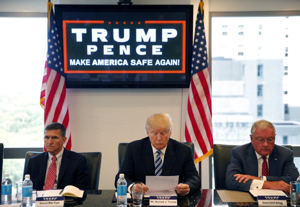 Michael Flynn (vľavo) s Donaldom Trumpom. Foto - tasr/ap