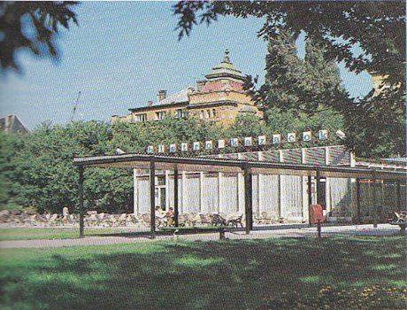 Kaviareň Kazačok, ktorá vyrástla na improvizovanom námestí v 60. rokoch minulého storočia spolu s fontánou s Marínou od Tibora Bártfaya.