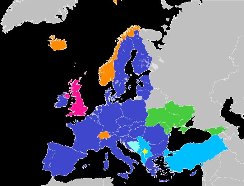 Európska únia a jej budúce rozširovanie. Vysvetlivky farieb: tmavomodrá – členské štáty EÚ; ružová – vystupujúce členské štáty EÚ (Veľká Británia); tyrkysová – oficiálne kandidátske krajiny; svetlomodrá – krajiny uznané EÚ ako potenciálne kandidátske krajiny, ktoré si už podali žiadosť o členstvo v EÚ (Bosna a Hercegovina); žltá – krajiny uznané EÚ ako potenciálne kandidátske krajiny, ktoré si ešte nepodali žiadosť o členstvo v EÚ (Kosovo); zelená – krajiny, ktoré podpísali asociačnú dohodu a EÚ uznala ich európsku perspektívu; oranžová – krajiny, ktoré do EÚ chceli vstúpiť, ale svoju žiadosť o členstvo stiahli a prístupový proces zmrazili. Zdroj – Der Golem, Wikimedia Commons