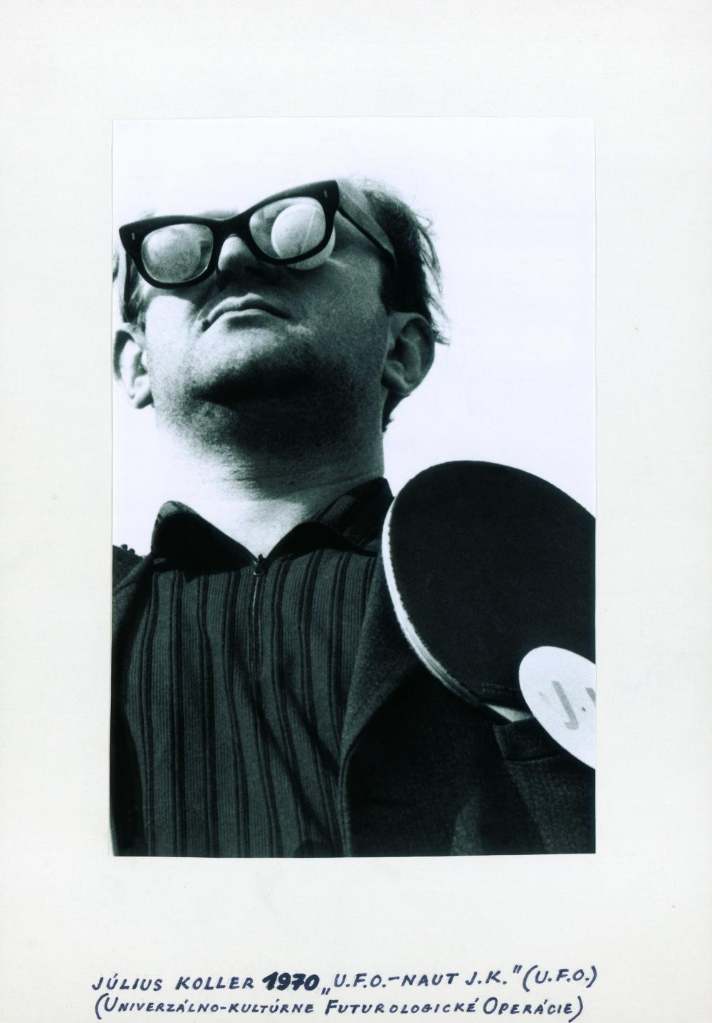 Július Koller U.F.O.-naut J.K. (U.F.O.), 1970 SW-Fotografie (Milan Sirkovský) Foto - Courtesy of Slovak National Gallery