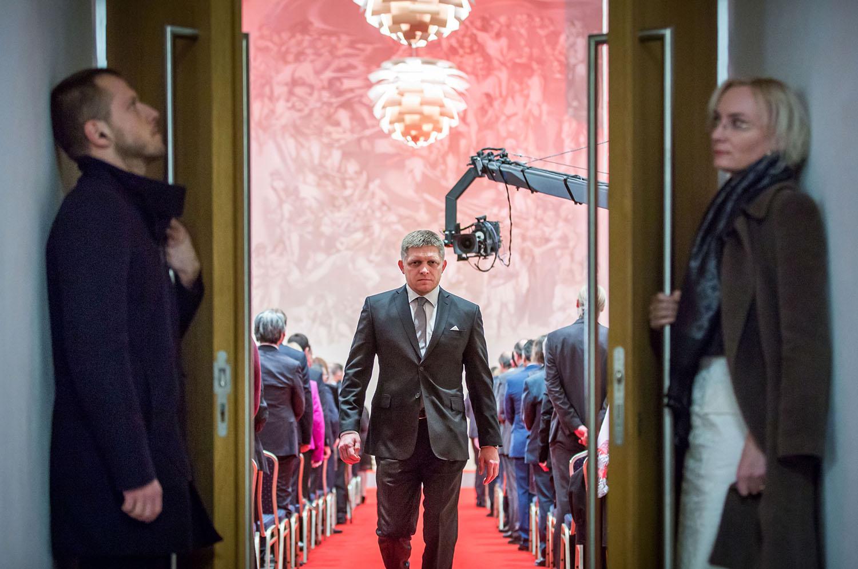 7.1. 2016, Bratislava. Robert Fico vychádza z Rytierskej sály na Bratislavskom hrade, kde prezident udeľoval štátne vyznamenania. Foto N - Tomáš Benedikovič