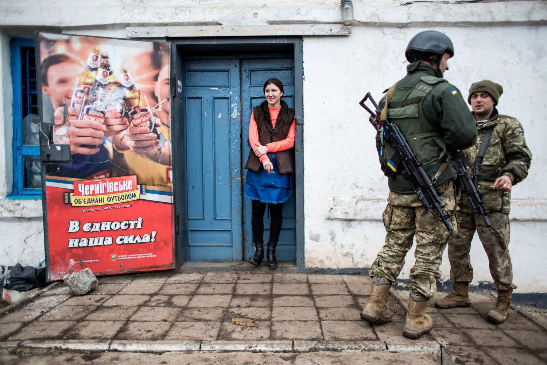 3.3. 2016, Zajcevo, Ukrajina. V ostreľovanom Zajceve, strely našťastie trafili len druhú polovicu obchodu. Foto N – Vladimír Šimíček