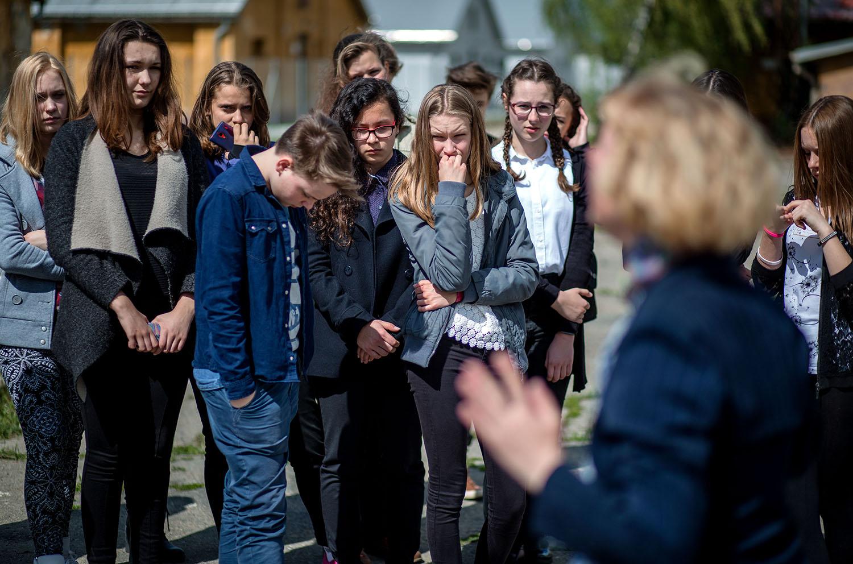 26. 4. 2016. Sereď. Žiaci z Vrbového počúvajú výklad v Múzeu Holokaustu v Seredi. Foto N - Tomáš Benedikovič