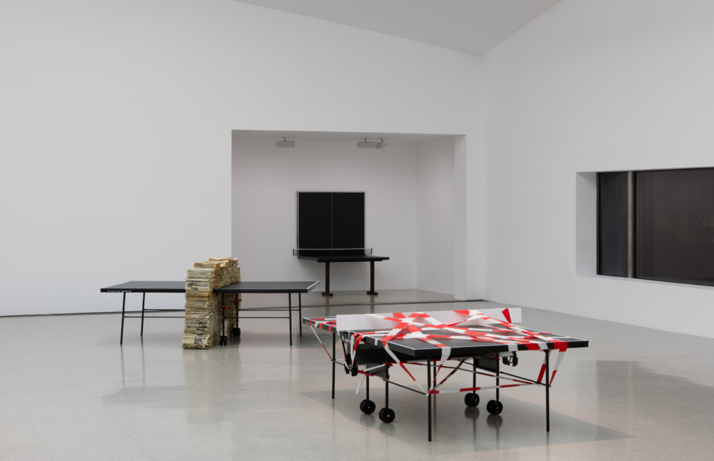 Pingpongový klub Jula Kollera v mumoku. Na jednom zo stolov si môžete zahrať ozajstný pingpong. Foto - mumok / Stephan Wyckoff
