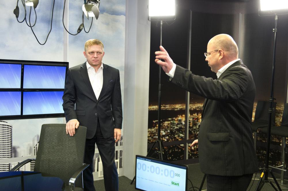 Riiaditeľ TASR Jaroslav Rezník s premiérom Robertom Ficom v priestoroch agenúry. foto - TASR