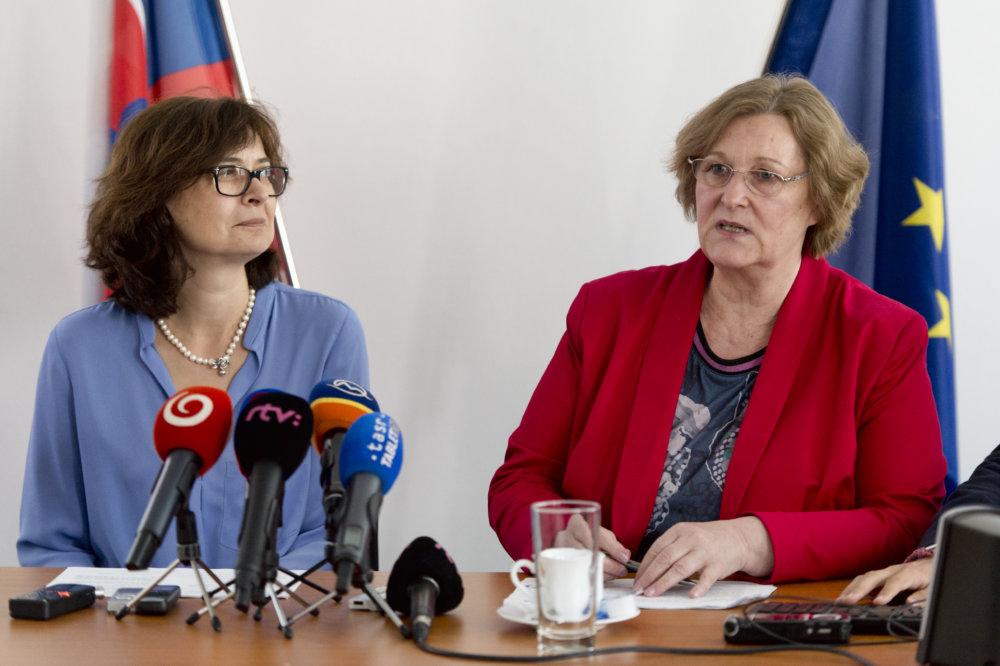 Ministerka spravodlivosti Lucia Žitňanská a Jana Dubovcová si rozumejú. foto - TASR