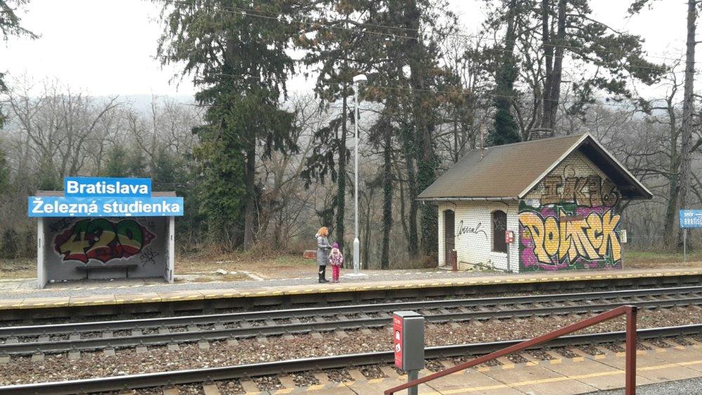 Stanica Železná studienka smer von z mesta