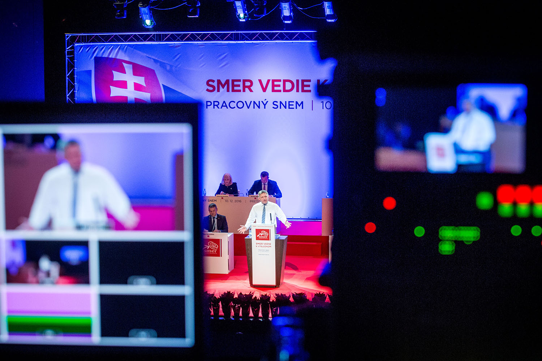 10. 12. 2016, Prešov. Robert Fico reční na sneme Smeru. Foto N - Tomáš Benedikovič