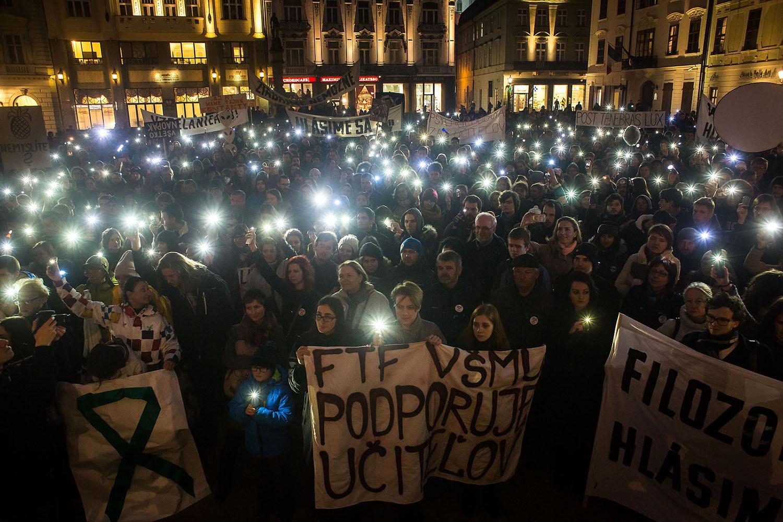 18. 2. 2016, Bratislava. Demonštrácia na podporu učiteľov základných a stredných škôl. Foto N - Vladimír Šimíček