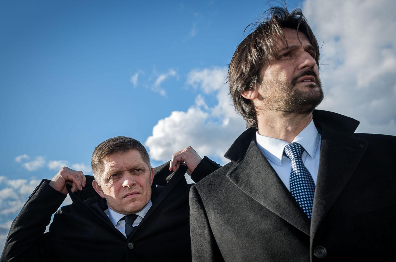 24. 2. 2016, Bratislava. Robert Fico a Robert Kaliňák sledujú cvičenie Bariéra v Rusovciach. Foto N - Tomáš Benedikovič
