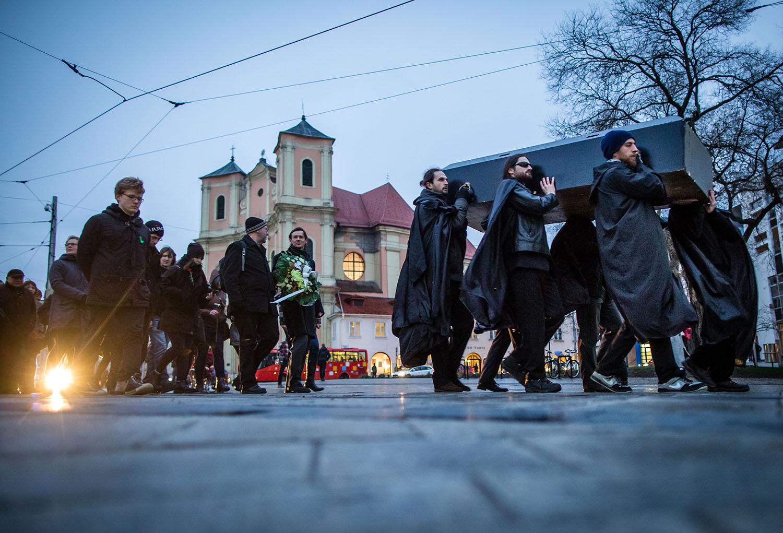 1. 3. 2016, Bratislava. Symbolický pohreb školstva. Foto N - Tomáš Benedikovič