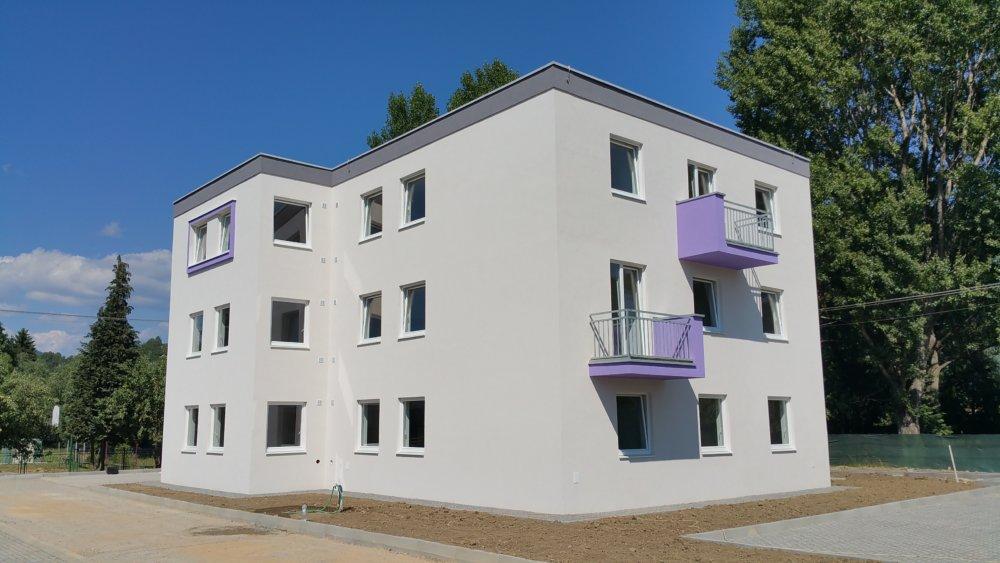 V Mýtnej pri Lučenci tento rok dokončili bytovku s 12-timi nájomnými bytmi. Foto - TASR