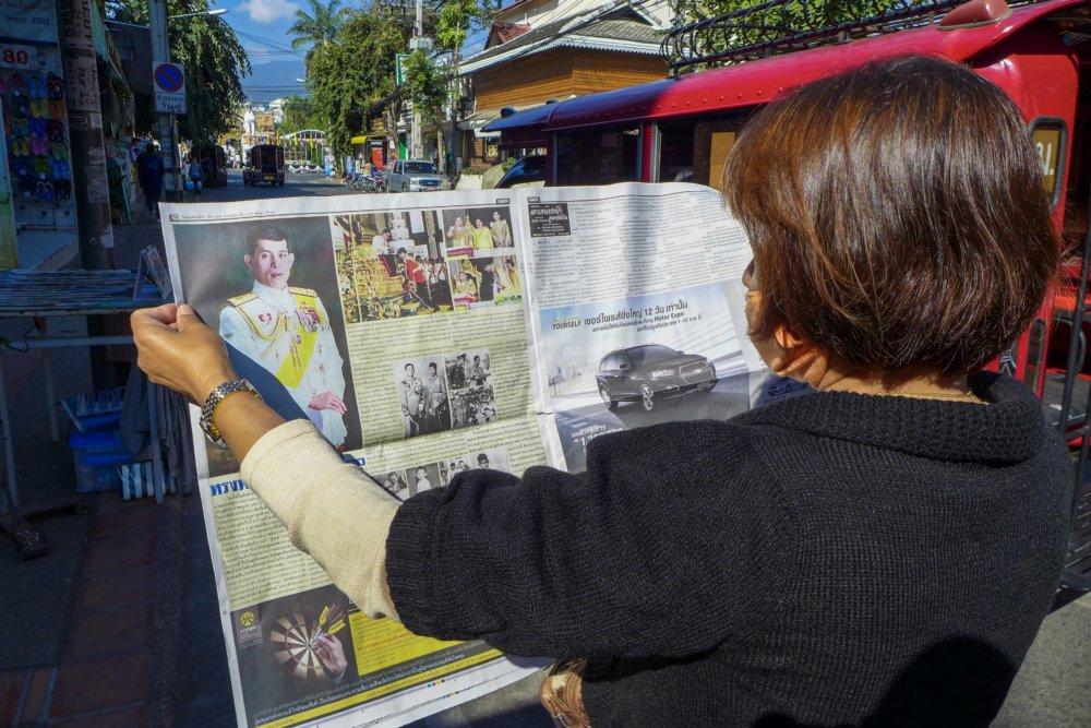 Noviny oznamujú nového kráľa. Foto - Noel Rojo