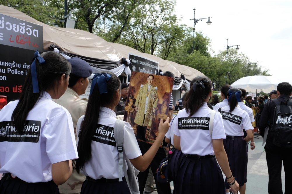 Päťdesiaty deň smútku oslávili Thajčania špeciálnym ceremoniálom. Foto - Noel Rojo