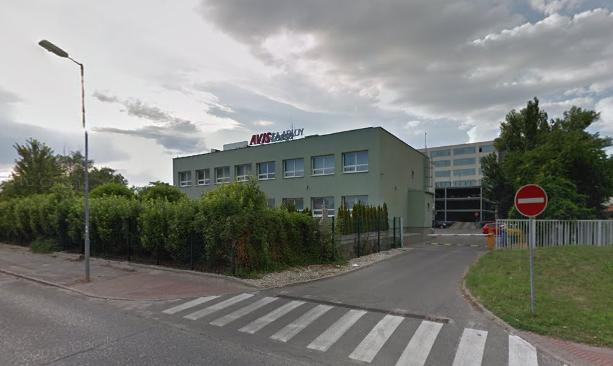 Menšia kancelárska budova v bratislavskej časti Mlynské nivy je napísaná na Dankovu firmu S&D House. Foto - Maps Google