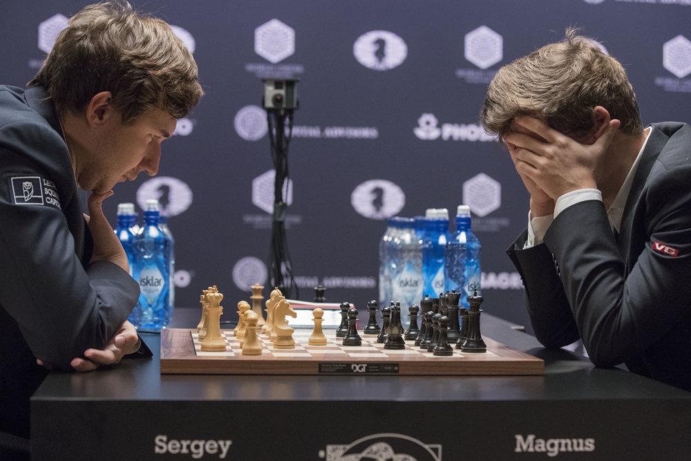 Momentka z dvanástej finálovej partie. (Foto: AP/Mary Altaffer)