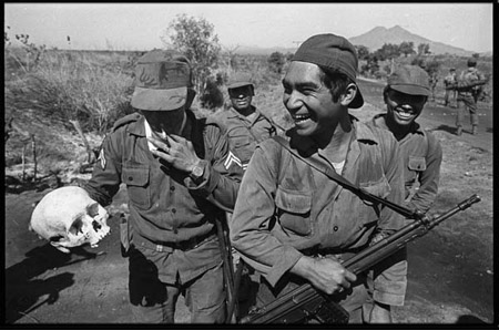 Army units on the coastal road ( Kilometer 83). Febtuary 8, 1982. © Alain Keler / Corbis