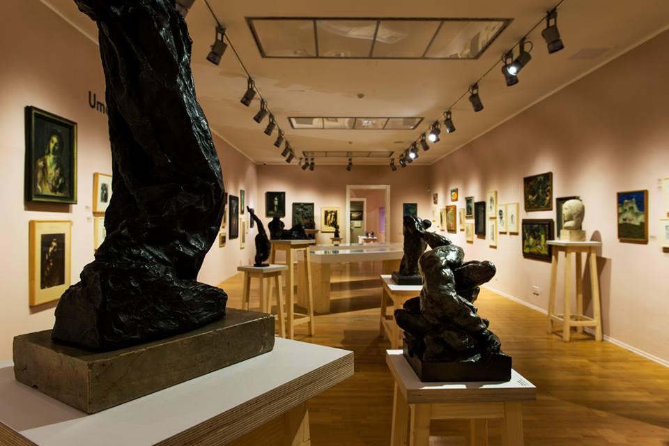 Na výstave uvidíte kánon slovenského moderného umenia, ale aj ne-umenie, pokleslé umenie, agentúrne fotografie, filmové týždenníky, ukážky dizajnu aj architektonických súťaží. Foto - Martin Deko