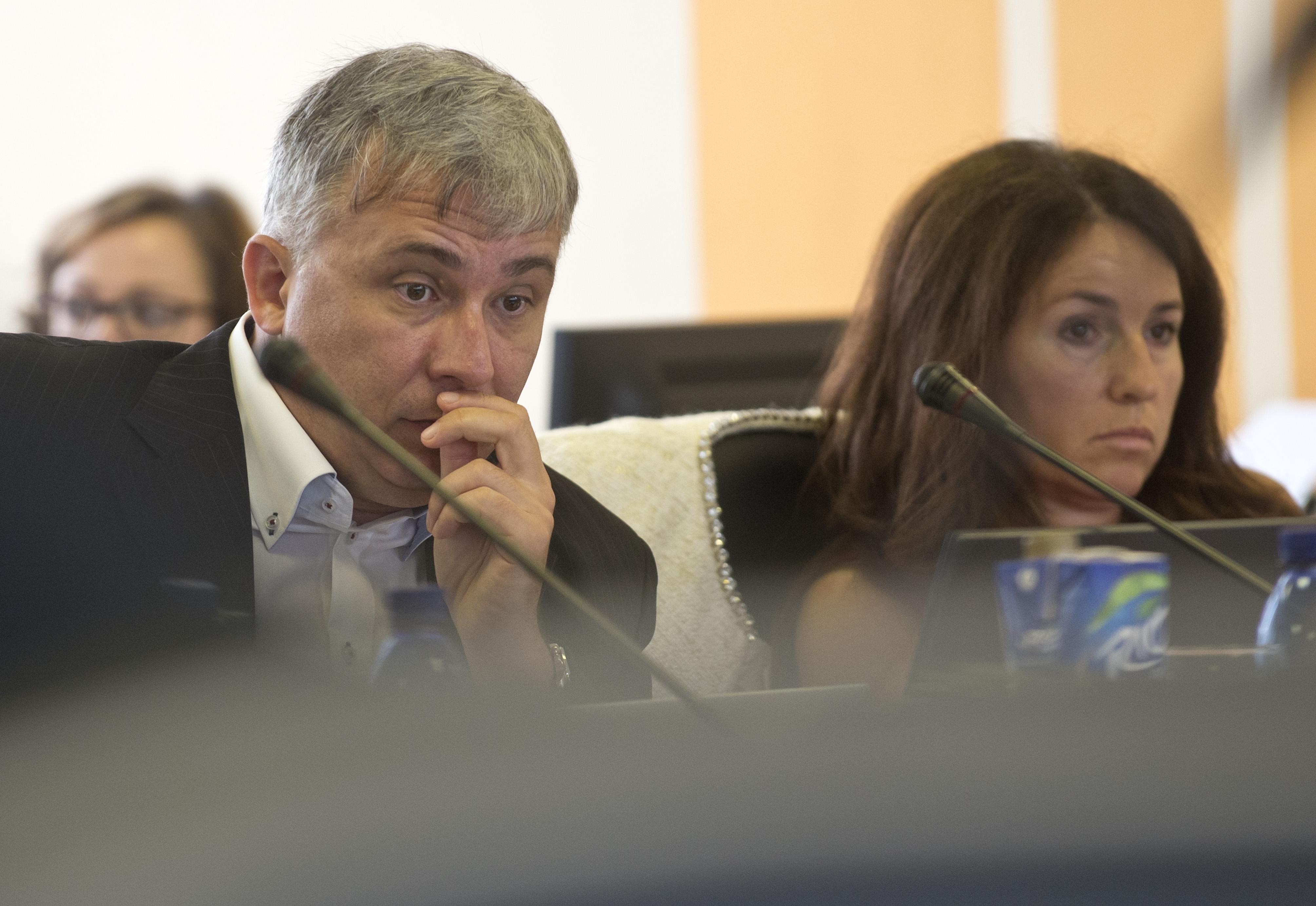 Na snímke v¾avo Jozef Vozár a vpravo Elena Berthotyová poèas 18. zasadnutia Súdnej rady SR v utorok 16. septembra 2014 v Bratislave. FOTO TASR - Martin Baumann