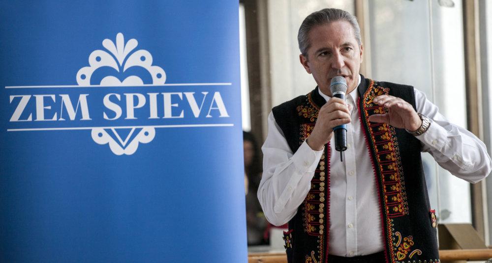Václav Mika pri predstavení šou Zem spieva. Foto - TASR