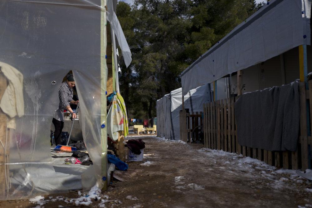 Sýrska utečenkyňa v tábore neďaleko Atén. Foto - ap