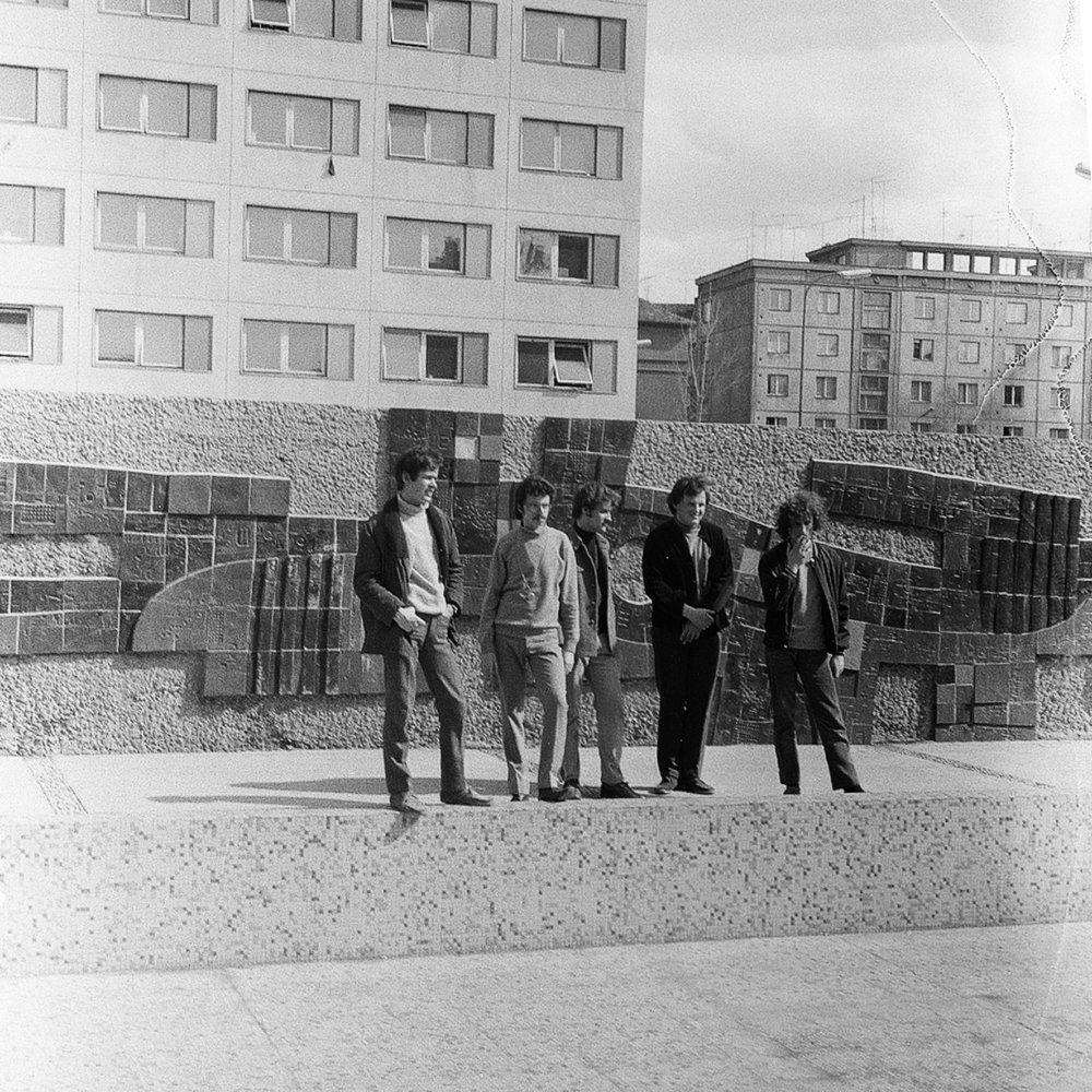 Skupina Prúdy pózuje na obal debutovej LP platne Zvoňte zvonky. Foto - Peter Procházka
