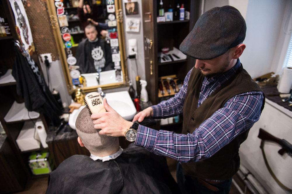 Pánske holičstvo. Foto N - Vladimír Šimíček
