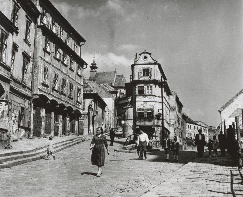 Židovská ulica v tridsiatych rokoch 20. storočia. Foto - Pavol Poljak/webumenia.sk