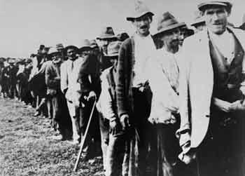 Rómovia smerujúci do Jasenovaca