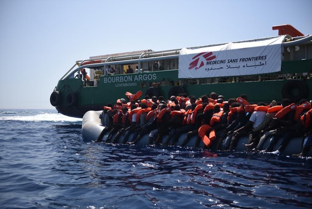 Bourbon Argos je jednou z lodí, ktorá v Stredomorí zachraňuje migrantov. Foto - Lekári bez hraníc