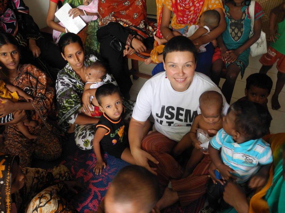 Jitka Kosíková pracovala ako zdravotná sestra v pražskej Nemocnici Motol, popri tom pravidelne odchádzala na misie do zahraničia. Pôsobila v Jemene, Jordánsku, Bangladéši, Južnom Sudáne a dvakrát v Afganistane. Od konca júla do konca októbra 2016 pôsobila na lodi organizácie Lekári bez hraníc v Stredomorí. V súčasnosti pracuje v pražskom hospici Cesta domu. Foto - Archív J. Kosíkovej
