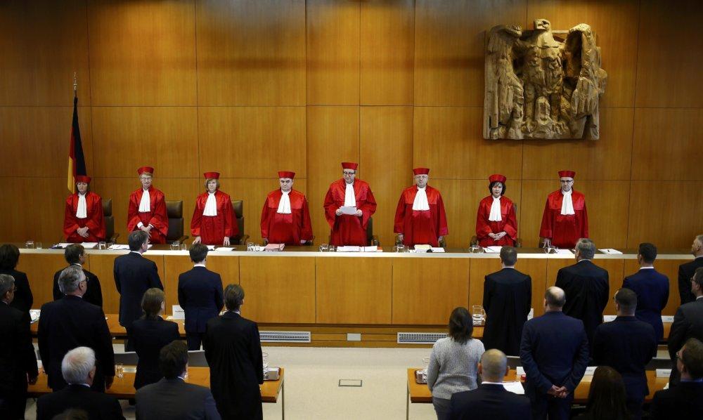Ústavní sudcovia hlasovali jednohlasne proti zákazu NPD. FOTO - TASR/AP