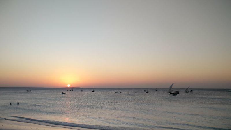 Radšej sme sa kochali takýmito západmi slnka s čerstvým mango džúsom alebo drinkom v ruke