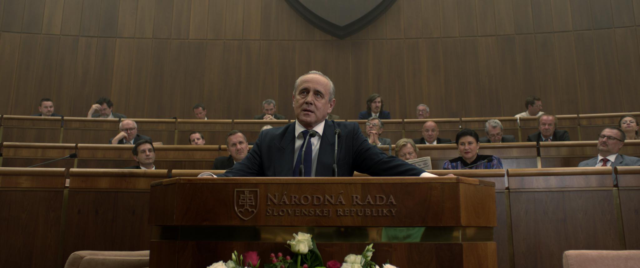 Prezident vystupuje v parlamente. Foto – film Únos