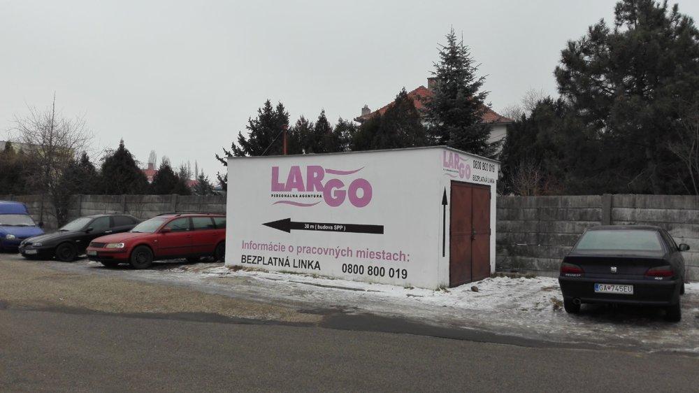 Reklama na pracovnú agentúru Largo v Galante. Foto - N