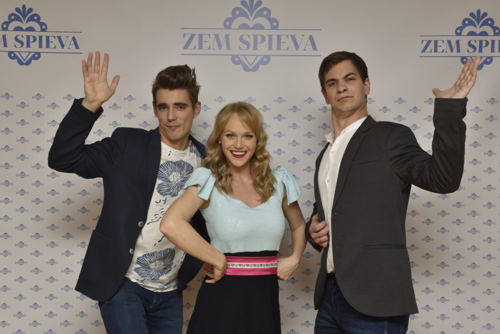 "Skupina S hudbou vermírnou: Daniel ""Sorizzo"" Kis, Dominika Zeleníková - Morávková a Marek Koleno. Foto - RTVS"
