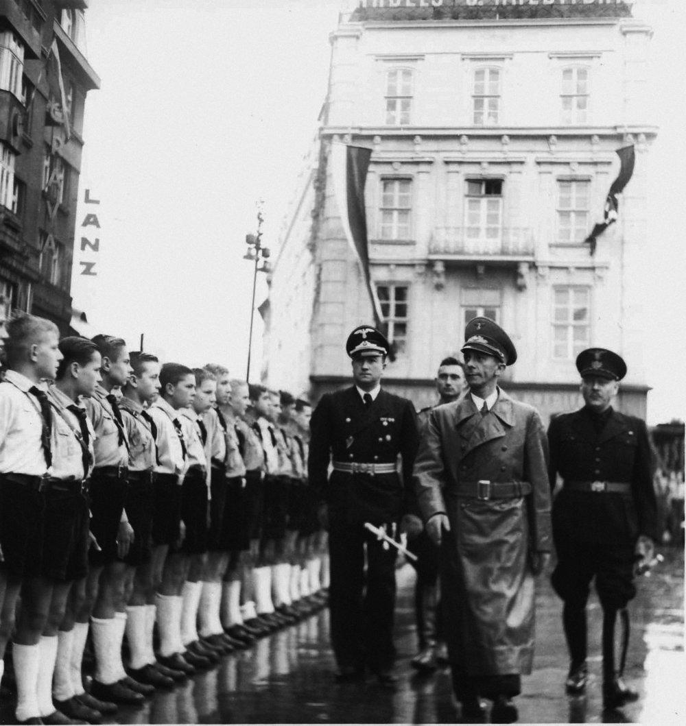 Príchod ríšskeho ministra propagandy Josepha Goebbelsa do Bratislavy. 1941 © SNA, Bratislava – fond STK