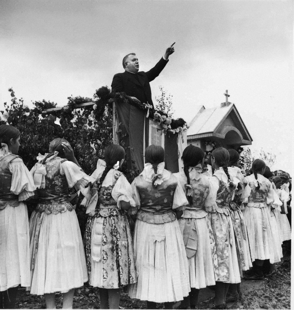 Cirkevno-národná manifestácia vSkalitom. 1941 © SNA, Bratislava – fond STK