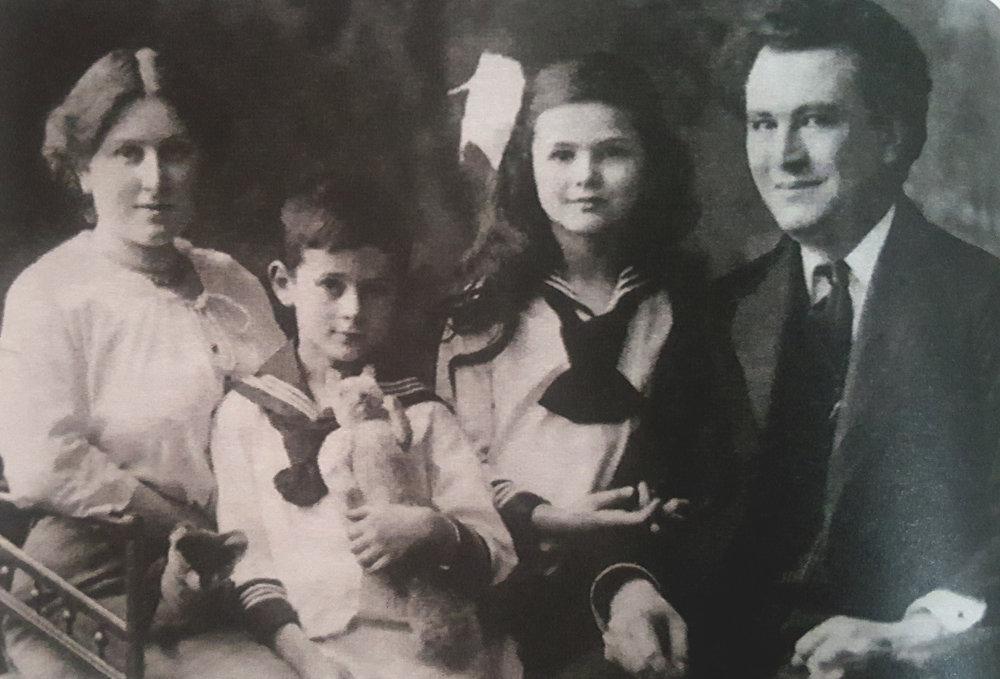 Mladý Artur Chitz s rodinou.
