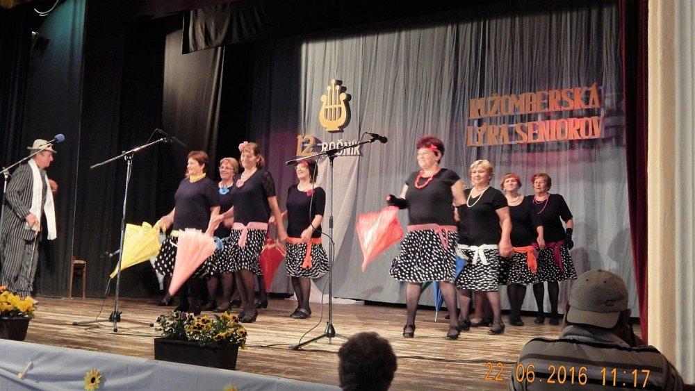 Vystúpenie tanečnej skupiny na Ružomberskej lýre seniorov. Foto - archív S. I.