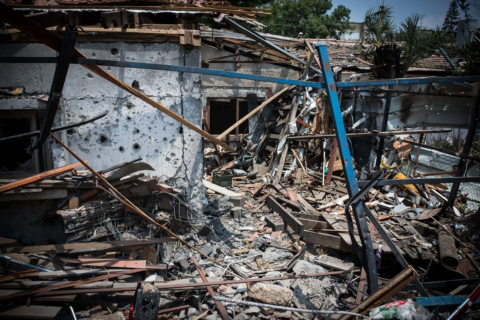 house_in_israel_destroyed_by_hamas_rocket_14713208821