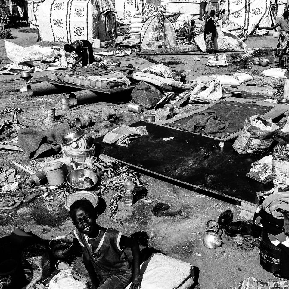 Vnútorne vysídlení ľudia hľadajú útočisko pred konfliktom a pomoc v táboroch. Copyright by Martin Bandžák/MAGNA
