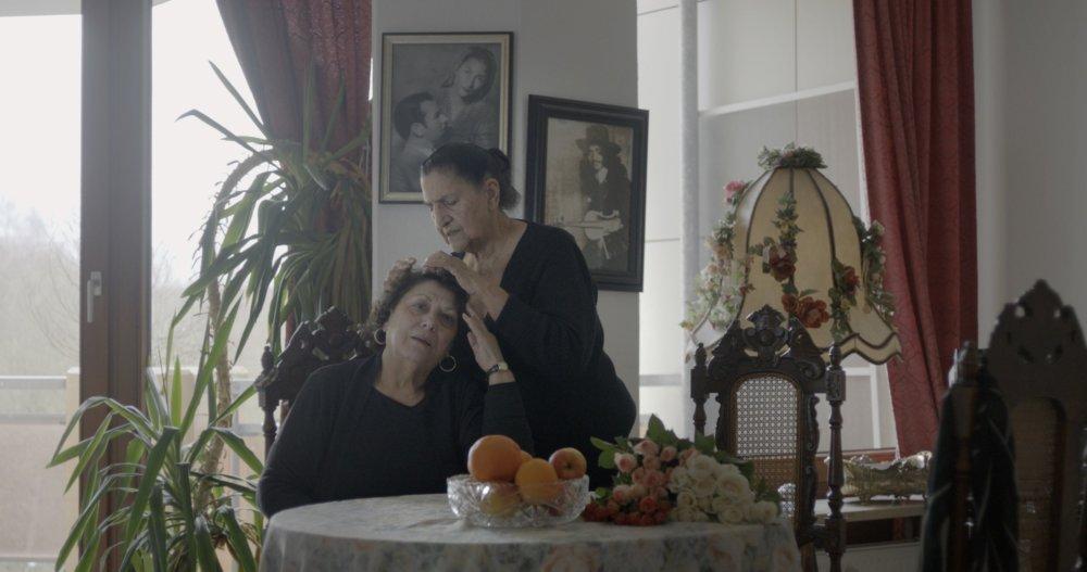 Nemecké Sinti Rita Prigmore a Philomena Franz. Foto - záber z filmu Diera v hlave