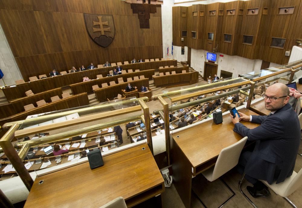 Richard Sulík nie je poslancom, rokovanie v parlamente sledoval z balkóna. foto - tasr