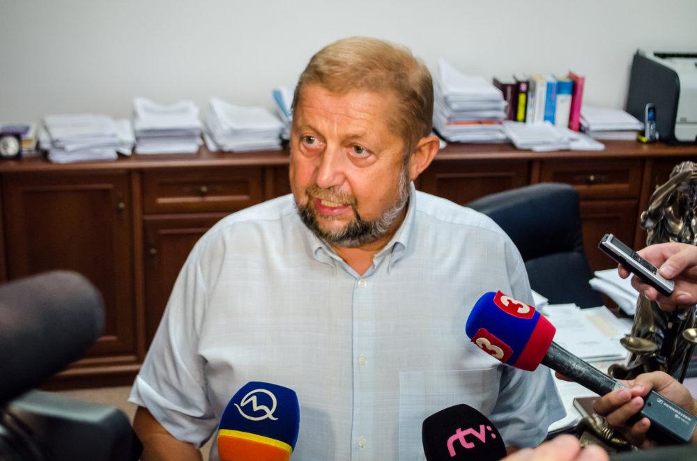 Èlenovia trestnoprávneho kolégia Najvyššieho súdu v pondelok 14. septembra 2015 v Bratislave rozhodli na svojom dnešnom mimoriadnom zasadnutí o odvolaní svojho predsedu Štefana Harabina. FOTO TASR - Jakub Kotian *** Local Caption ***