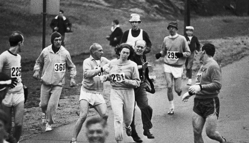 Kathrine Switzerová a jej prvý maratón v roku 1967. Foto – TASR/AP