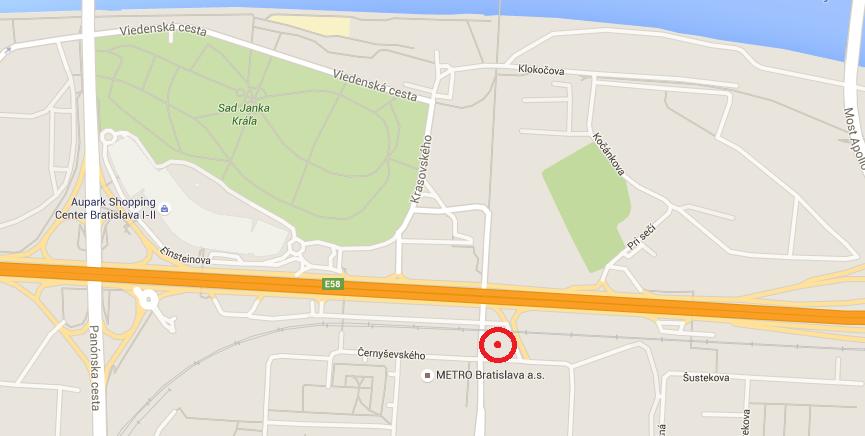 V blízkosti frekventovanej Eisteinovej ulice pretína železnica novú električkovú trať, novú zastávku tu však nevybudovali. Električky budú stáť až na zastávke Farského, ktorá je vzdialená desiatky metrov.