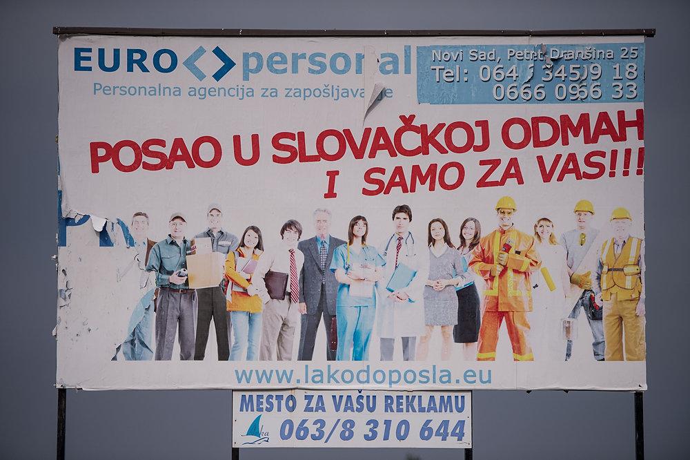 Bilbord vo Vojvodine ponúkajúci prácu na Slovensku. Foto N – Vladimír Šimíček